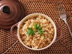 Кафяв ориз с телешки бульон и чесън на прах на фурна - снимка на рецептата